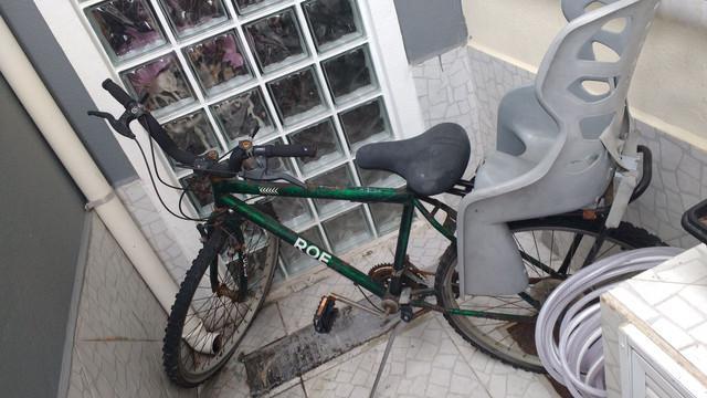 Bicicleta aro 26 e cadeirinha infantil