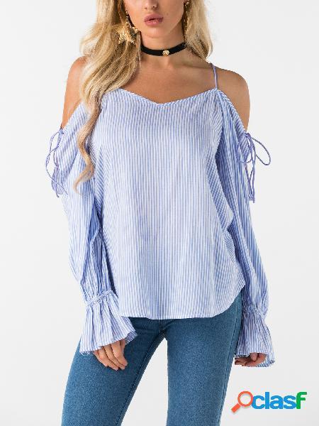 Blusa de chiffon azul com decote em v e ombro frio