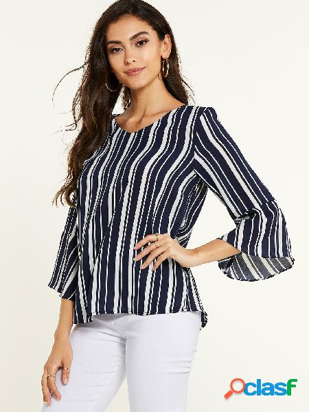 Blusa azul marinho listrada com decote em v bell manga