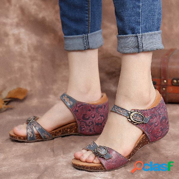 Socofy sandálias de couro vintage com relevo floral com alça de fivela ajustável