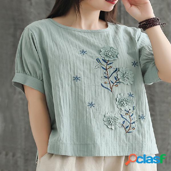 Camiseta feminina de manga curta bordada com flores