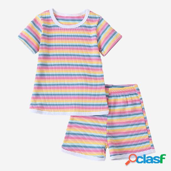 Colorful conjunto de roupas casuais de mangas curtas de impressão listrada para crianças de 2 a 8 anos