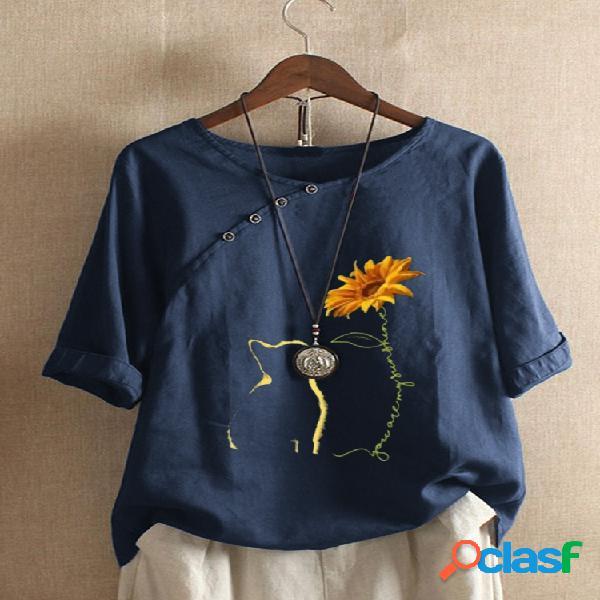 Camiseta de manga curta com estampa floral de gato e decote em o