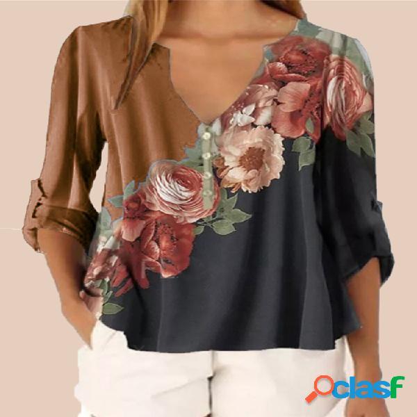 T-shirt com estampa de flores patchwork com decote em V Plus