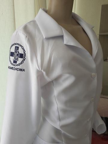 Jalecos médicos bordados entrego