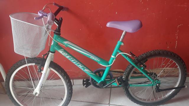 Vendo bicicleta feminina nova