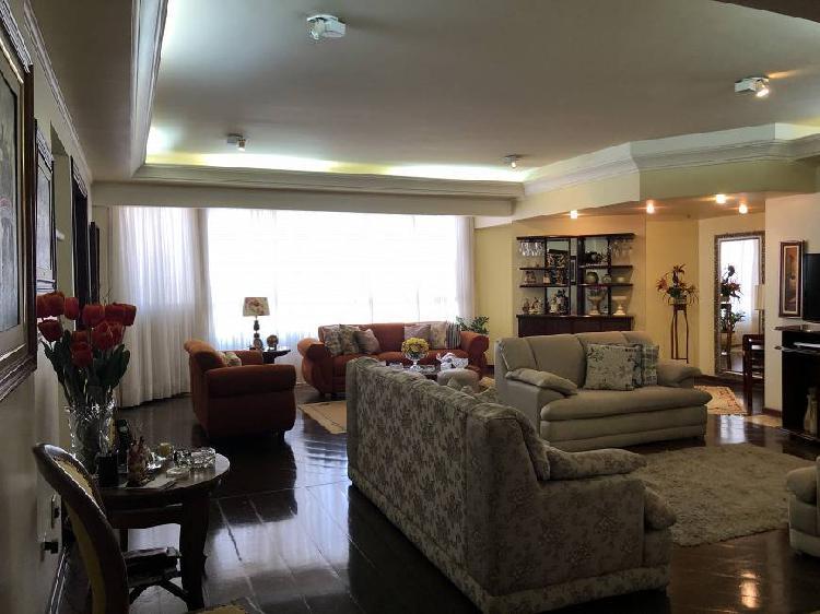 Apartamento alto padrão; 250 m²; 4 suítes; 4 vagas
