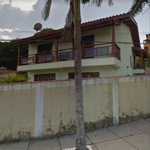 Casa a venda com 3 quartos sendo 1 suíte, área construída