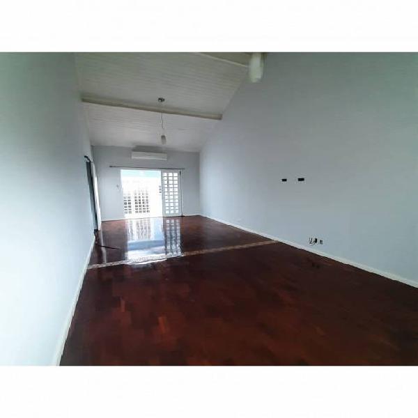 Casa para venda tem 120 metros quadrados com 3 quartos em