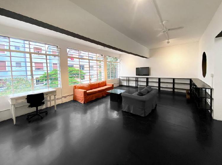 Loft de 162 m2 em prédio misto (residencial / comercial) na