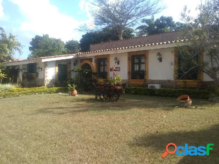 Hermosa casa en la entrada 2 calle cerrada full seguridad 948m2 95.000$