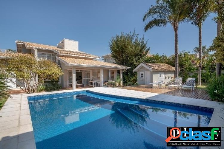 Casa linda e charmosa no condomínio monte carlo em valinhos com 456m²