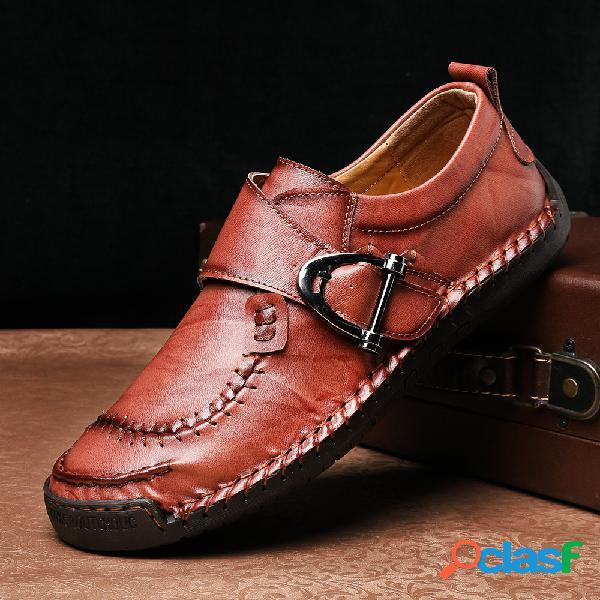 Homens à moda fivela de metal costura à mão confortáveis sapatos de couro dedo do pé redondo