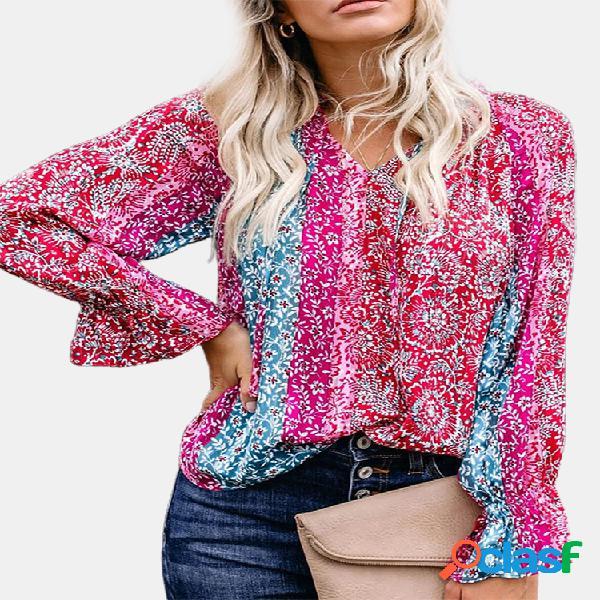 Blusa de manga comprida com estampa floral boêmio e decote em v