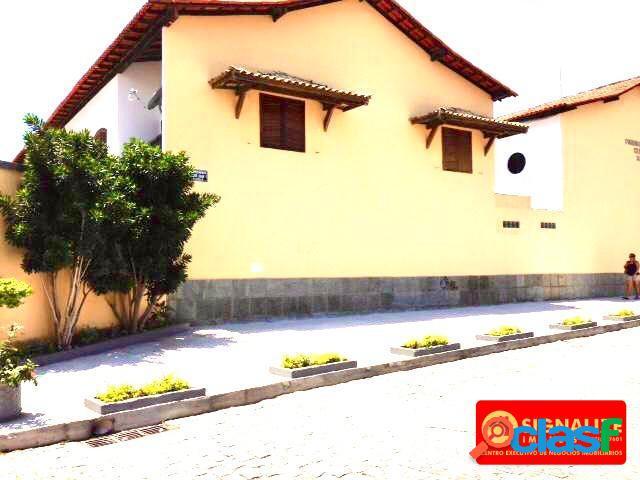 Casa duplex, excelente localização em condomínio e perto de tudo!