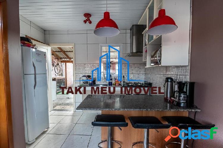 Casa de 1 dormitório a venda, imóvel possui cozinha americana, banheiro.