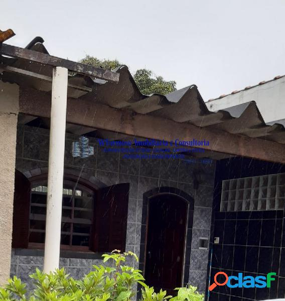 Boa casa integrada à venda na av. pilsen, serra grande - itaipu, niterói rj