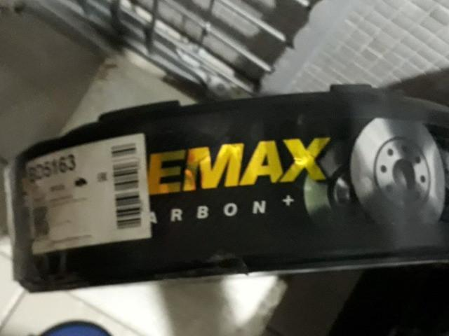 Amortecedores e disco de freios novos na embalagem