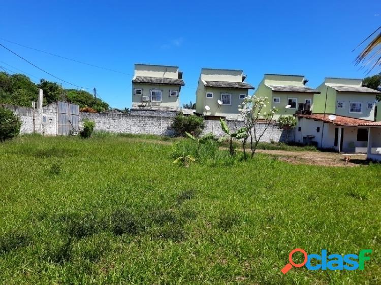 Lindo terreno de 2000m² murado e plantado com pequenas ediculas