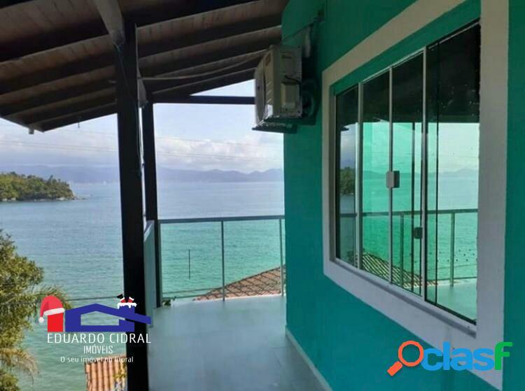Linda casa com vista para o mar de frente a ilha de porto belo