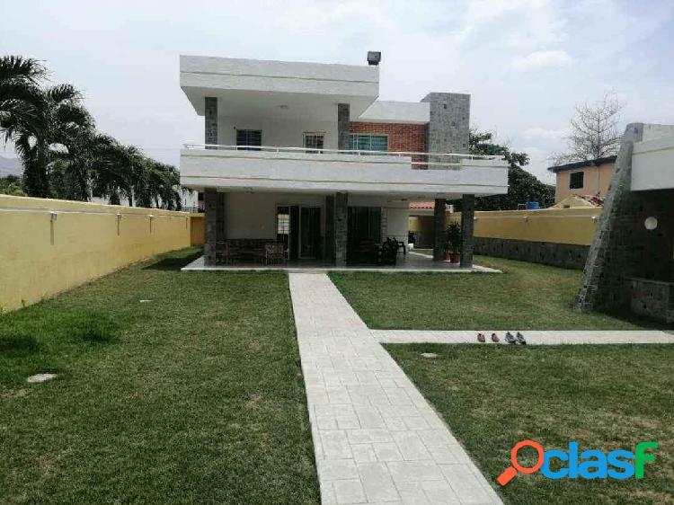 Hermosa casa municipio san diego 1.800 mts2