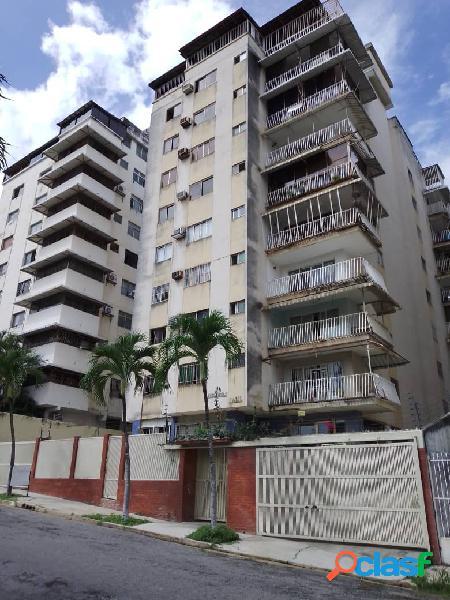 Se vende amplio apartamento en los nísperos con excelente distribución