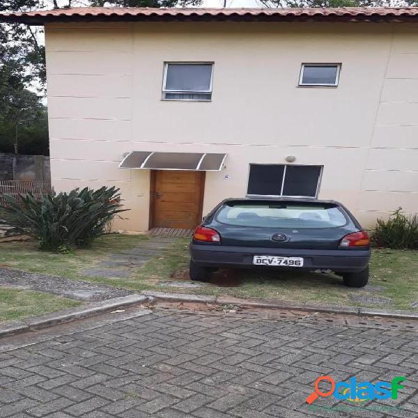 Ótima casa de 2 dormitórios em villagio com quintal, a.serviço