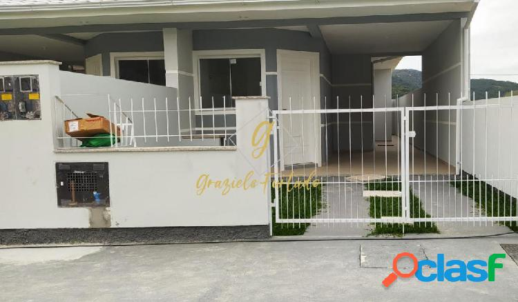 Casa geminada com passagem lateral localizada bairro forquilhas - são josé