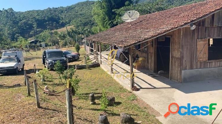 Chácara com casa mobiliada localizada no município de paulo lopes-sc