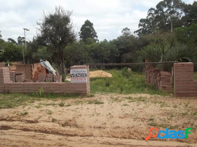 Terreno residencial com obra inacabada de 100m², em condomínio fechado