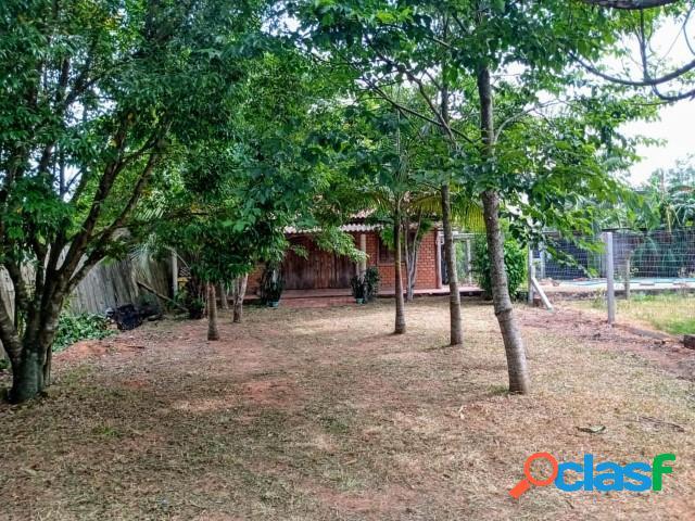 Casa estilo galpão crioulo com 90m², fogão campeiro, em condomínio fechado