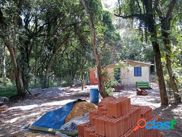 Sitio com 750m², casa em reformas, poço artesiano e luz, águas claras