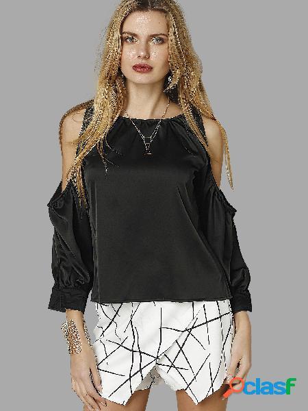 Blusa preta com ombro frio decote redondo