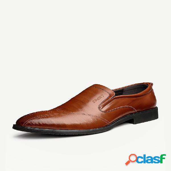 Tamanho grande masculino de couro esculpido antiderrapante em sapatos formais casuais