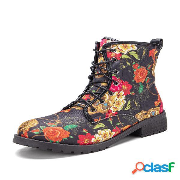 Mulheres elegantes com flores elegantes estampando botas de combate curtas com cordões