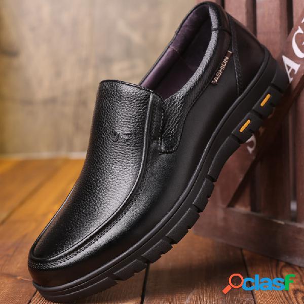Couro de vaca dos homens antiderrapante deslizamento confortável em sapatos casuais