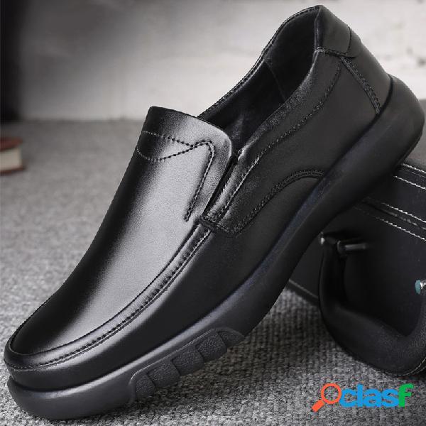 Homens pure color couro genuíno deslizamento antiderrapante em sapatos casuais