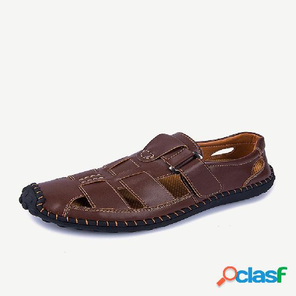 Sandálias masculinas de couro com costura à mão e dedos fechados