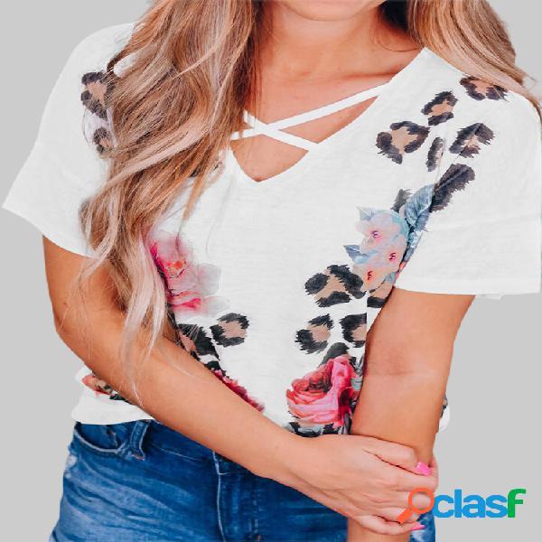 T-shirt feminina com estampa de flor de leopardo manga curta cruzada e decote em v