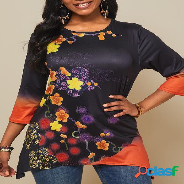 Camiseta feminina com estampa de flores vintage e decote em o assimétrico