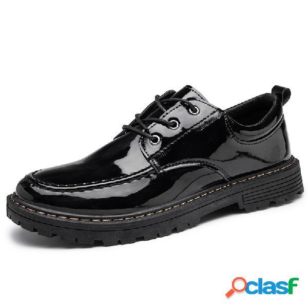 Sapatos de couro envernizado casual masculino estilo britânico confortável