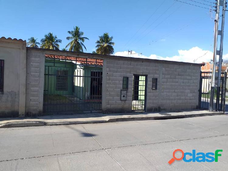 Venta de potencial casa de esquina en san joaquin