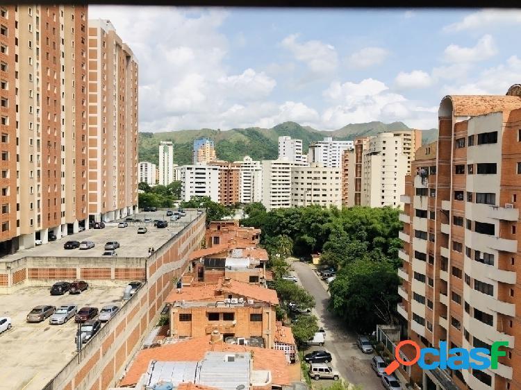 Venta de comodo apartamento parcialmente amoblado los mangos valencia