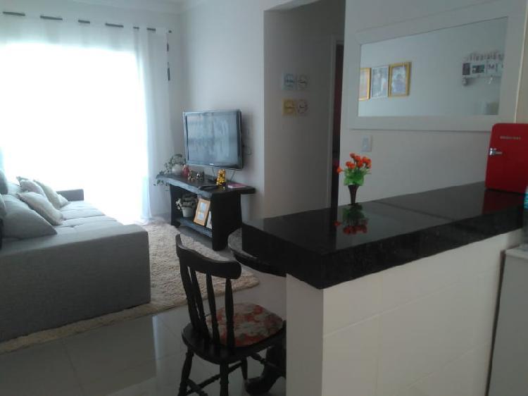 Semi mobiliado, sala e cozinha americanas, 2 quartos, 1