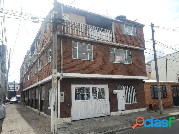 Vendo amplia casa para remodelar tres pisos en el barrio bonanza
