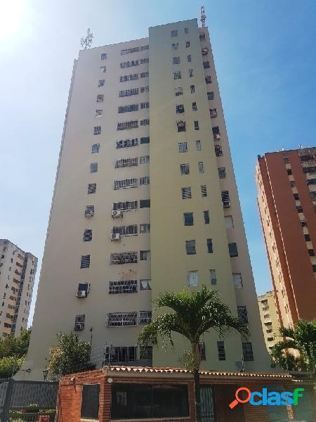 Se vende apartamento remodelado con excelente vista y cocina equipada