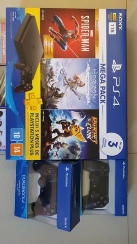 Playstation 4 mega pack v15 1tb 3 controle preto - sony com