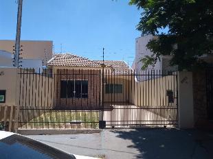 Vende casa no jd. iguaçu, rua pioneira palmyra tel, nº