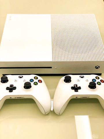 Xbox one s 1 t com 2 controles originais