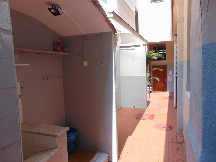 Apartamento térreo fundos (tipo casa) com 2 quartos